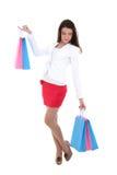 Mujer con los bolsos de compras azules y rosados Foto de archivo libre de regalías