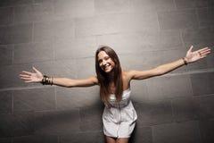 Mujer con los brazos outstretched Imágenes de archivo libres de regalías