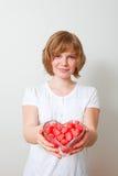 Mujer con los dulces rojos Imágenes de archivo libres de regalías