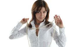 Mujer con los granos de la perla Fotos de archivo