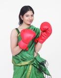 Mujer con los guantes de boxeo Imagen de archivo libre de regalías