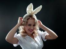 Mujer con los oídos foto de archivo