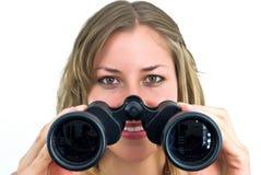 Mujer con los prismáticos grandes Fotos de archivo libres de regalías