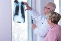 Mujer con los pulmones sanos Foto de archivo libre de regalías