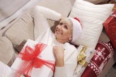 Mujer con los regalos Fotografía de archivo