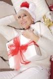 Mujer con los regalos Imagen de archivo libre de regalías