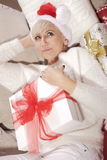 Mujer con los regalos Imagen de archivo