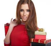 Mujer con los regalos de la Navidad Imagen de archivo libre de regalías