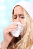 Mujer con los sniffles o el estornudo Fotos de archivo libres de regalías