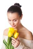 Mujer con los tulipanes Fotos de archivo libres de regalías