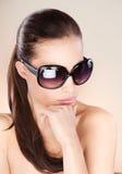 Mujer con los vidrios de sol grandes Imágenes de archivo libres de regalías