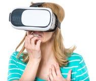 Mujer con los vidrios de VR Imagen de archivo