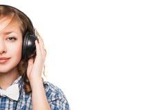Mujer con música que escucha de los auriculares Fotos de archivo