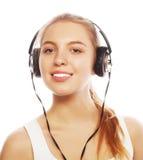 Mujer con música que escucha de los auriculares Aislador de la muchacha del adolescente de la música Fotos de archivo libres de regalías