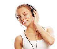 Mujer con música que escucha de los auriculares Aislador de la muchacha del adolescente de la música Imagen de archivo libre de regalías