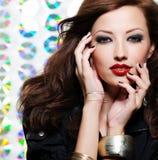 Mujer con maquillaje brillante del ojo de la manera Fotografía de archivo libre de regalías