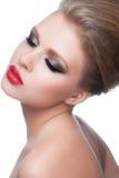 Mujer con maquillaje de la moda Fotos de archivo
