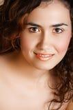 Mujer con maquillaje de oro Imagen de archivo libre de regalías