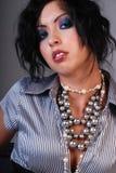 Mujer con maquillaje dramático. Fotografía de archivo libre de regalías