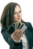 Mujer con muchas diversas tarjetas de crédito Foto de archivo