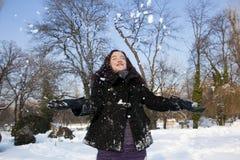 Mujer con nieve Imagenes de archivo