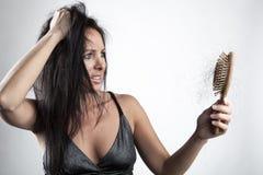 Mujer con pérdida de pelo fotos de archivo