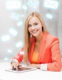 Mujer con PC de la tableta Foto de archivo