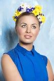 Mujer con pelo-estilo floral Imagen de archivo libre de regalías