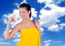 Mujer con perfume Imagen de archivo