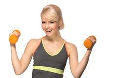 Mujer con pesas de gimnasia Imagenes de archivo