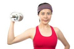 Mujer con pesas de gimnasia Fotos de archivo libres de regalías