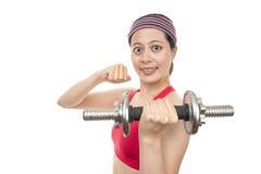 Mujer con pesas de gimnasia Fotografía de archivo libre de regalías