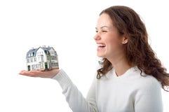 Mujer con poca casa en la mano Foto de archivo libre de regalías