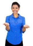 Mujer con rised encima de los brazos de la palma Foto de archivo libre de regalías