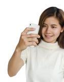Mujer con smartphone Foto de archivo libre de regalías