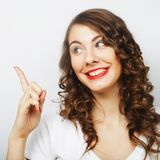 Mujer con su dedo para arriba Imagen de archivo