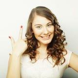 Mujer con su dedo para arriba Foto de archivo