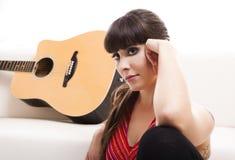 Mujer con su guitarra Imagen de archivo