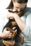 Mujer con su perro. Imagenes de archivo