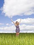 Mujer con sus brazos levantados Fotografía de archivo