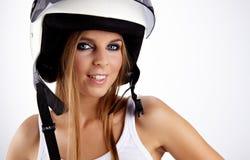 mujer con un casco blanco de la motocicleta Imagenes de archivo