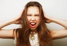 Mujer con un dolor de cabeza que lleva a cabo la pista Fotos de archivo