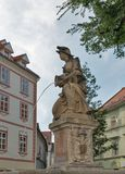 Mujer con un florero o una fuente de la ninfa en Bratislava, Eslovaquia Fotografía de archivo libre de regalías
