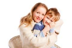 Mujer con un hijo en un fondo blanco Imagenes de archivo
