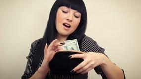 mujer con un monedero Imágenes de archivo libres de regalías