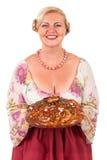 Mujer con un pan redondo Fotos de archivo