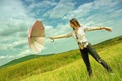Mujer con un paraguas fotografía de archivo libre de regalías