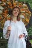 Mujer con un parasol Fotos de archivo