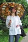 Mujer con un parasol Imagenes de archivo