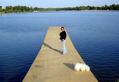 Mujer con un perro Fotografía de archivo